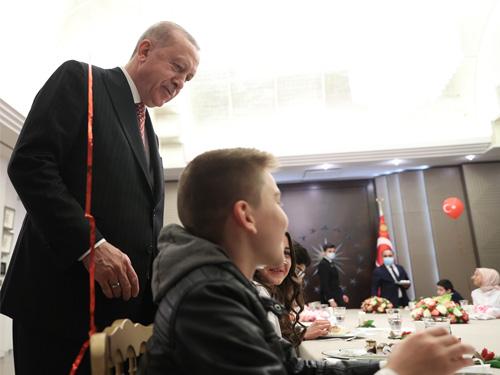 Cumhurbaşkanı Erdoğan, çocuklar için düzenlenen iftar programına katıldı