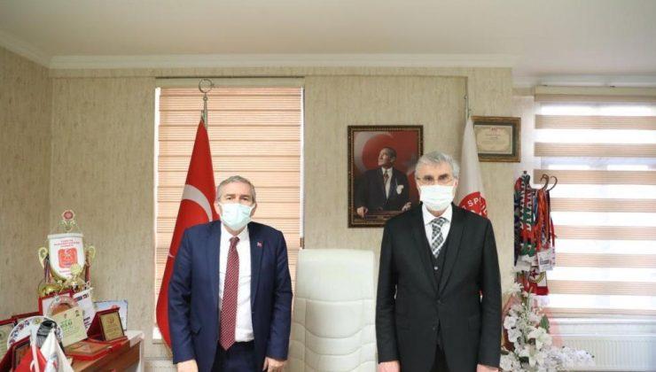 Ekrem Yüce, Yaşar Zımba'nın yanındayım.