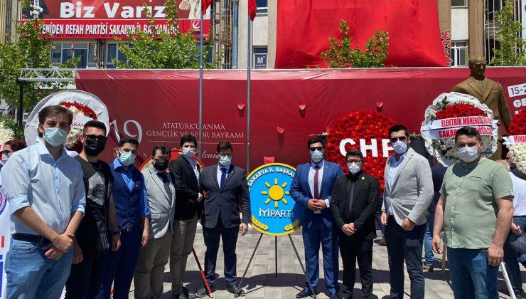 İYİ Parti Gençlik Kolları Atatürk Anıtına çelenk bıraktı