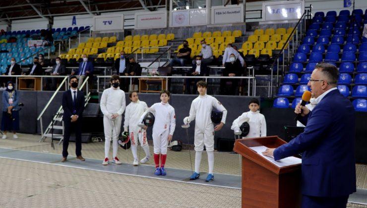Adapazarı'nın Kurtuluşunun 100. Yılı  Eskrim Türkiye Şampiyonası Coşkuyla Başladı