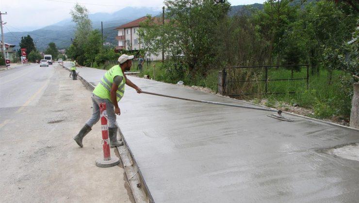 Akyazı Harunusta'ya beton yaya yolu