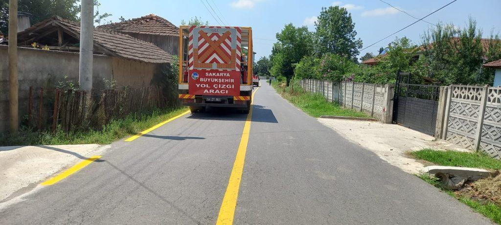 Sakarya Büyükşehir Belediyesi Puna Ortaköy Yolunun Çizgilerini Çizdi