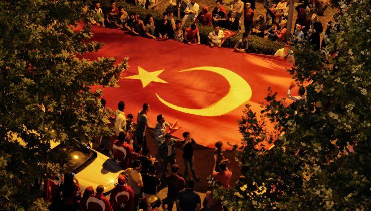 Büyükşehir, 15 Temmuz için 'Sakarya' klibi yayınladı  Şanlı destanı 'Unutma' Sakarya