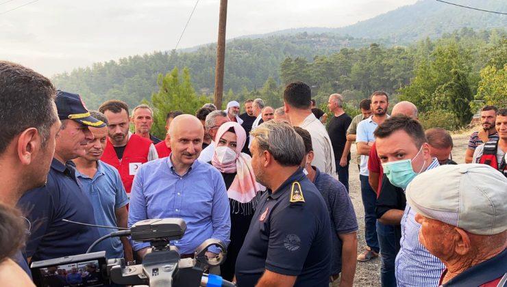 Sakarya ekibi, yangın bölgelerinde aralıksız çalışıyor  Bakan Karaismailoğlu Büyükşehir ekibinden bilgi aldı