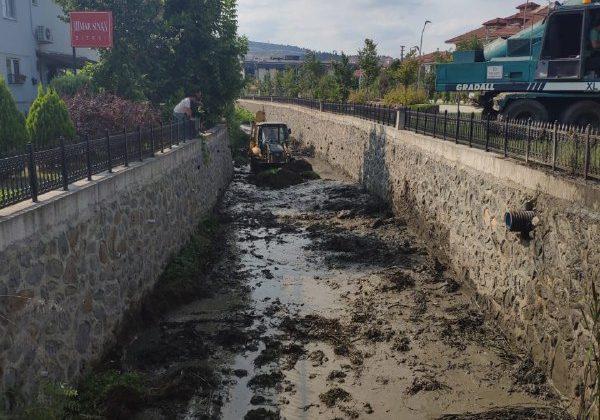 Büyükşehir Darboğaz Deresi'nde temizlik çalışmalarına devam ediyor