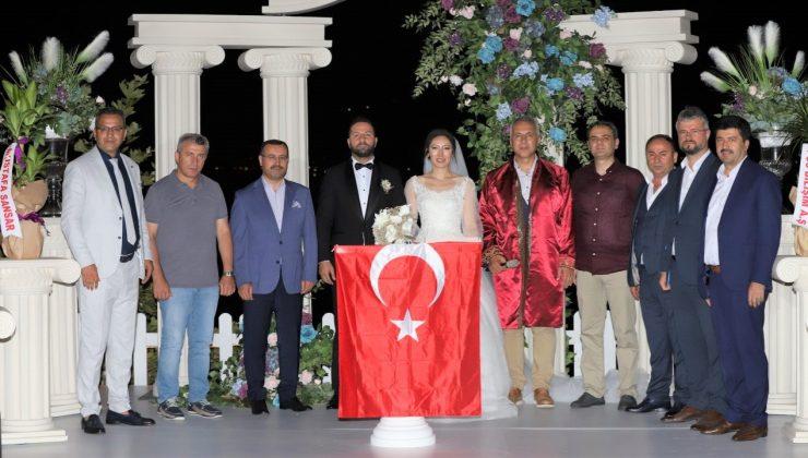 """Böyle bir düğün görülmedi;  """"Merve ile Fırat""""tan muhteşem düğün"""