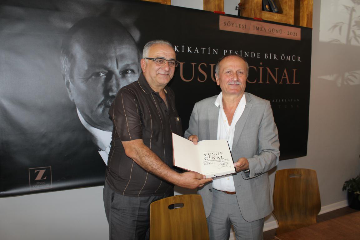 Yusuf Cinal'in Kitap Galası Gazeteci Yusuf Cinal,