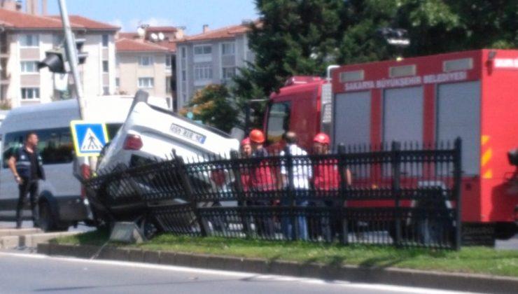 Adnan Menderes Caddesi üzerinde meydana gelen trafik kazasında bir araç takla attı.