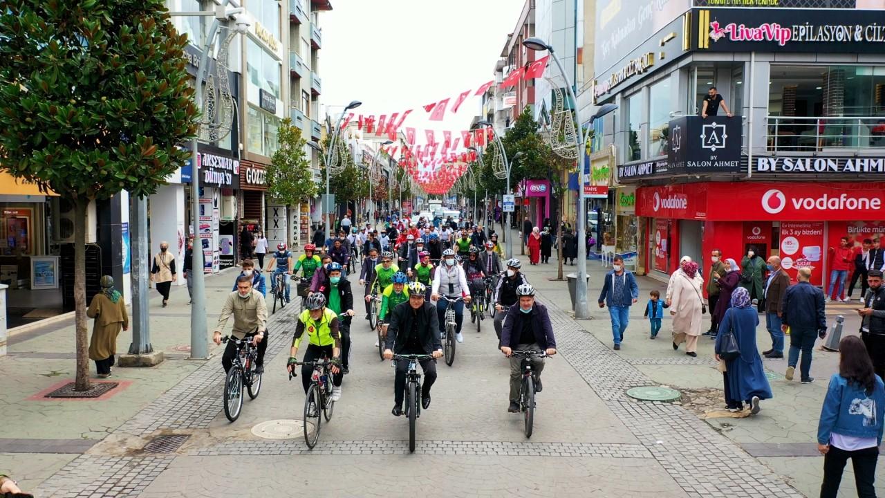 """Bisikleti Sakarya'nın bir sembolü yapmak istiyoruz""""  Otomobiller yerini pedallara bıraktı"""