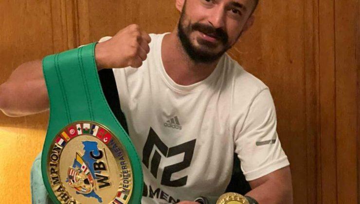 Milli antrenörün WBC başarısı  WBC kemerini kazanan milli antrenör Türk boks tarihine geçti