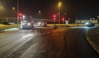 Büyükşehir asfalt çalışmalarını gece mesaisiyle sürdürdü
